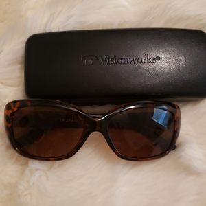 Foster Grant Polarized Sunglasses w/ case like new